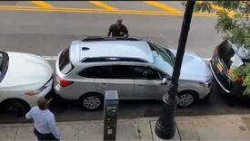 Kakav majstor: Vozač isparkirao iz tijesnog mjesta - postao hit
