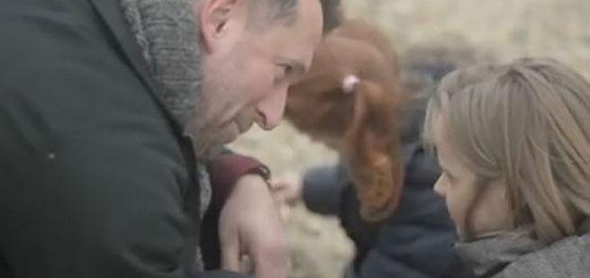 Kratki film uz koji je zaplakalo milion ljudi info ks film pod nazivom gift poklon pomjeae vam osjeanja uz njega ete plakati i shvatiti da pas nije igraka koju treba pokloniti nekome negle Gallery