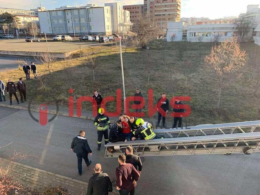 Povređena tri policajca