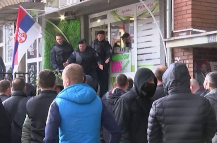 Povrijeđeno šest policajaca